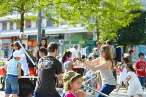 La fête de quartier se tient tous les ans place de l'Esplanade. Droits réservés ARES-OF